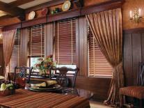 Деревянные жалюзи на окна - фото 1