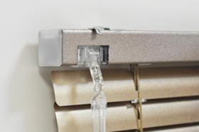 Алюминиевые горизонтальные жалюзи Крепление на потолок