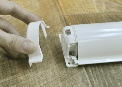 1. Снимите верхние боковые крышки на коробе изделия.