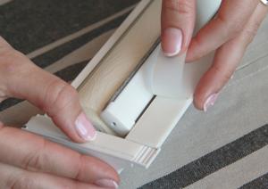 4. Снимите защитный слой скотча с адаптера короба.