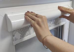 8. Плотно прижимая, приклейте короб согласно сделанным ранее отметкам.